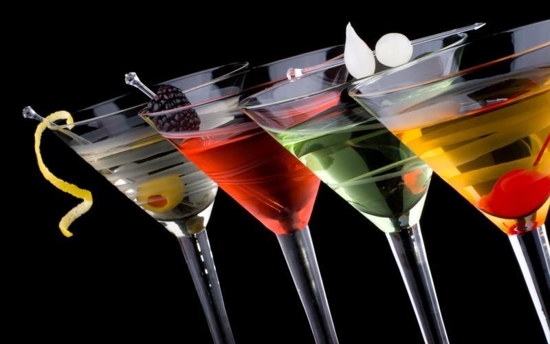 As despedidas de Solteira são excelentes noites para tomar um cosmopolitan e brindar!