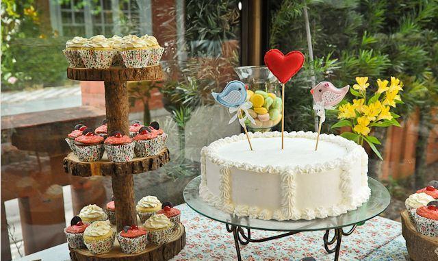 Mesa de bolo de casamento Veja 13 modelos diferentes eúnicos! -> Decoração De Mesa Do Bolo Para Casamento Simples