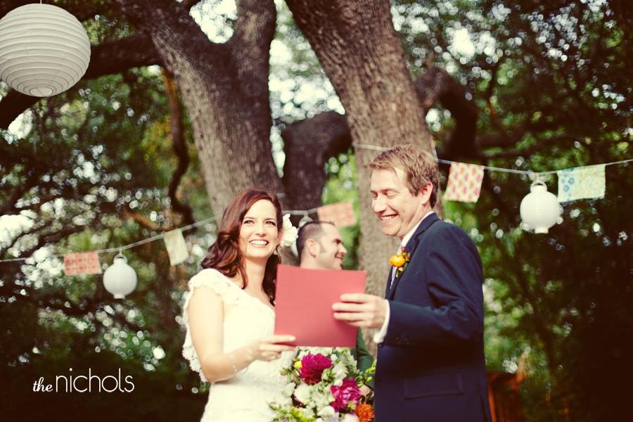 Decoração de jardim para casamentos - Inclusive, seu altar pode ser singelo como esse da foto, que ficou super romântico!