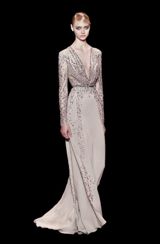 O cinza foi visto em diversos cortes e recortes - vestidos para convidadas de casamento Elie Saab