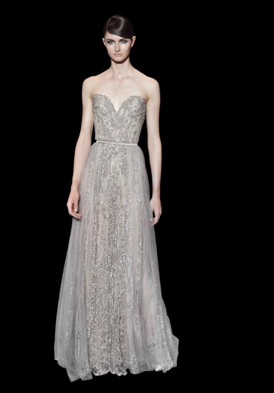 Decotes diferenciados distinguem os modelos em cinza - vestidos para convidadas de casamento Elie Saab