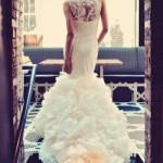 O corte sereia - estreito nas pernas, abrindo em direção ao pé numa cauda - virou tradição. Olha que lindo! - fotos de vestido de noiva - foto de Tamiz Photography 2