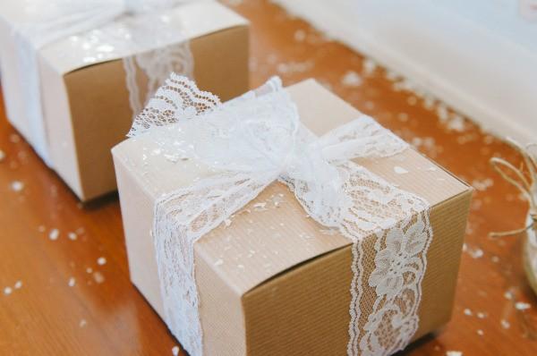 A lembrança de casamento é o pedacinho do seu grande dia que os convidados poderão levar consigo! Escolha com carinho ;) - modelos de lembrancinhas de casamento - foto de Ardita Kola Photography