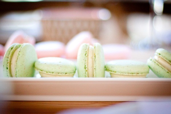 Macarons verde menta para uma mesa de doces fofa e delicada