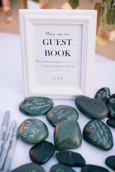 Livros de assinatura para casamento com pedras ficam super lindos e dão um toque zen à sua decoração.