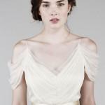 O caimento nos ombros dá mais mágica ao modelito da Saja Wedding.