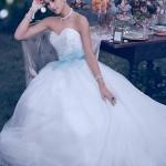 O modelo 241 da Disney Weddings, inspirado na Cinderella, é encantador e apaixonante! Um verdadeiro vestido de princesa!