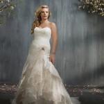 Dica para noivas plus size: use e abuse de texturas para acentuar as partes que você mais gosta em seu corpo.