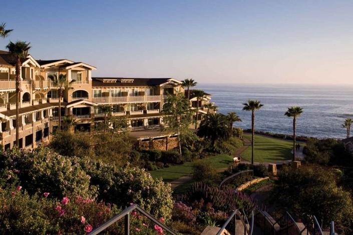 Posicionado de frente pra praia, o Montage Laguna Beach, na Califórnia, é perfeito para contemplar a vista e o pôr-do-sol. Conheça os 5 melhores destinos de lua de mel para amantes de resorts.