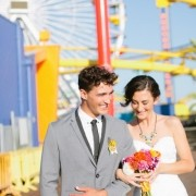 Onde fazer seu pop up wedding? Em qualquer lugar! Este casal se casou em um parque de diversões! ;)