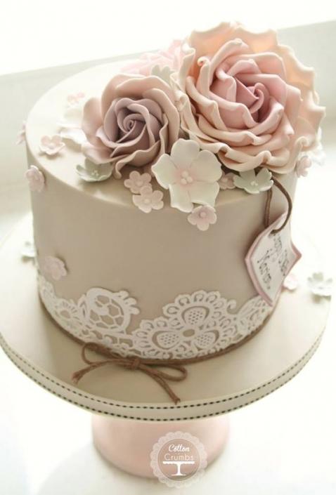 O greige pode ser usado com tonalidade base para o bolo de casamento.