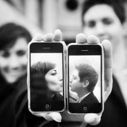 Muy buena idea para la fotografia del álbum de una pareja tecnológica.