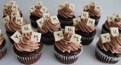 Ambientación de Bodas Scrabble con Cupcakes