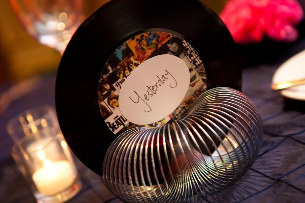 Los nombres de las mesas pueden ser tus canciones preferidas!
