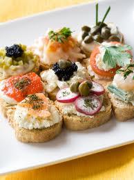 Finger food para casamientos - Una gran variedad de bocadillos fríos y calientes son ideales para la entrada