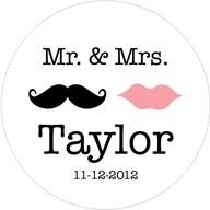 calcomanías de casamiento - Esta divertida calcomanía cuenta con el apellido de los recién casados con un logo super original