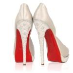 Zapatos de Novia de Christian Loboutin blancos con brillo y plataforma y la clasica suela roja que lo caracteriza