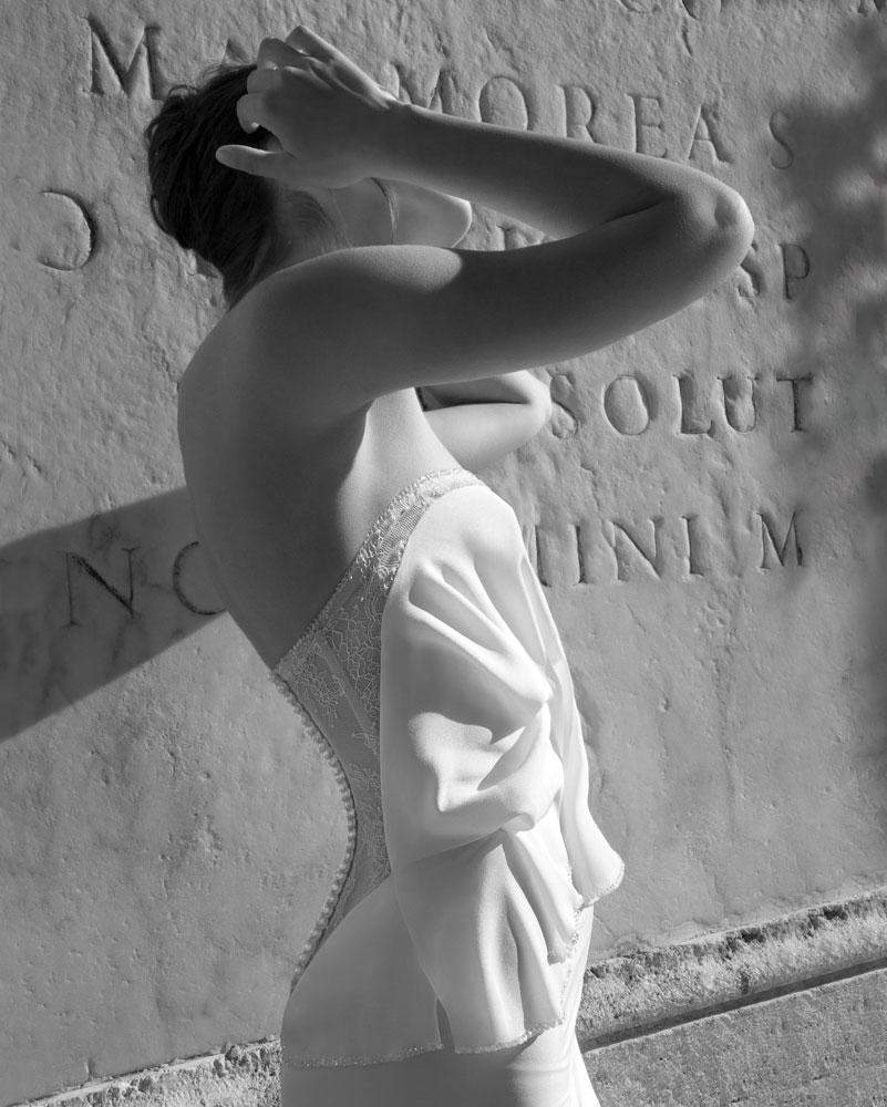 vestidos de novia 2012 - Modelo en organza de seda natural en color blanco hielo