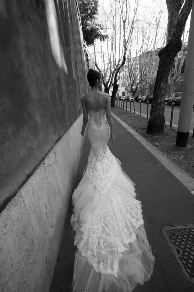 vestidos de novia 2012 Inbal Dror - Cola con tul y encaje