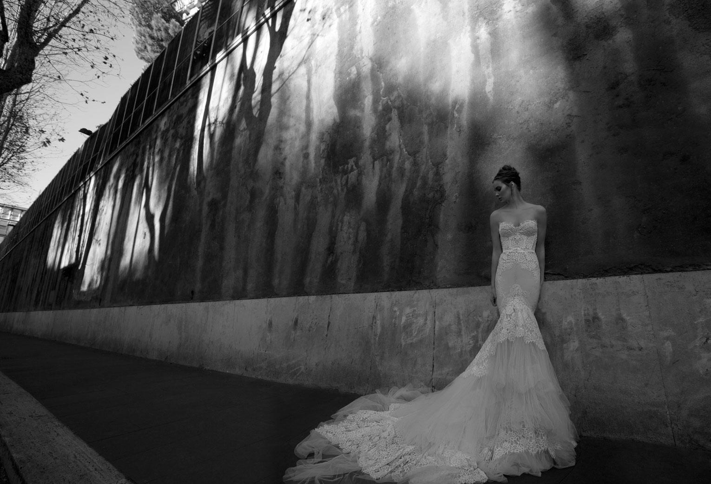Inbal Dror vestidos de novia 2012 - Corsé de encaje blanco bordado sobre tul