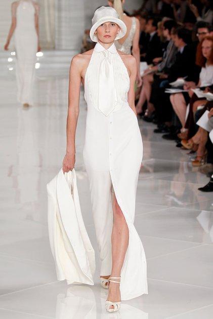 Traje de novia con tajo, hombros y espalda descubierta y mucho glamour nupcial!!