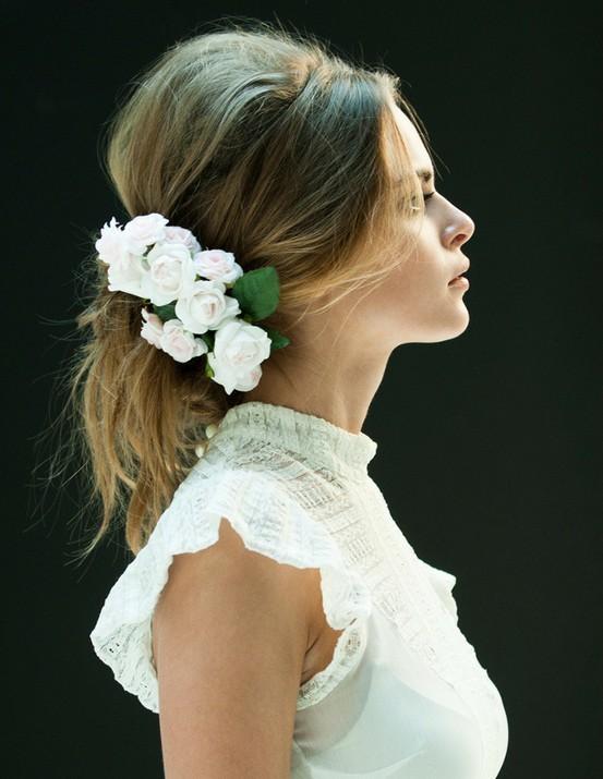 Tocados para Novias 2013 con flores blancas y mucho glamour