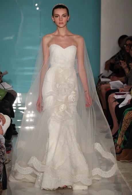 Vestido de novia con variante muy creativa del clásico velo de novia