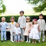 niños vestidos con el mismo color