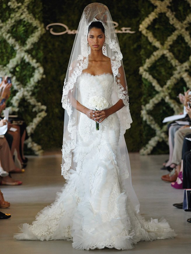 Oscar de la Renta novias Look 14: Un vestido de novia al mejor estilo español