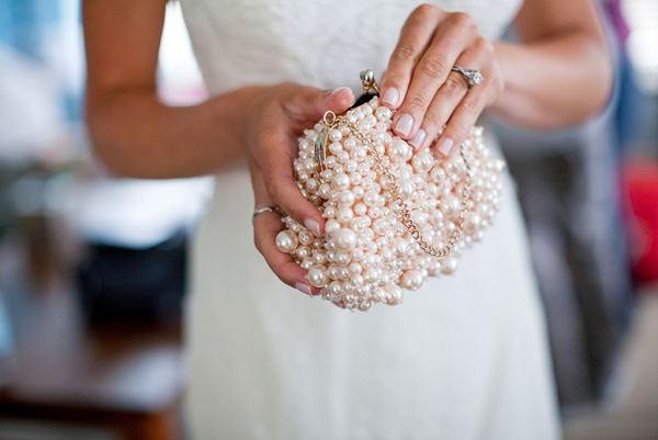 sobre con perlas