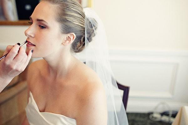 Ideas para novias No te olvidarás del kit de maquillaje de emergencia