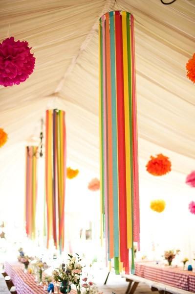 Decoracion Original Para Bodas ~ Decoraci?n con cintas de colores y flores de papel de seda