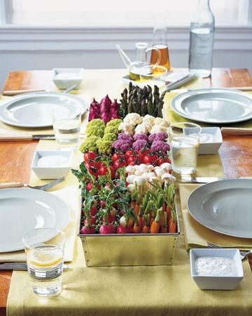 Mesa decorada para boda con vegetales | foto