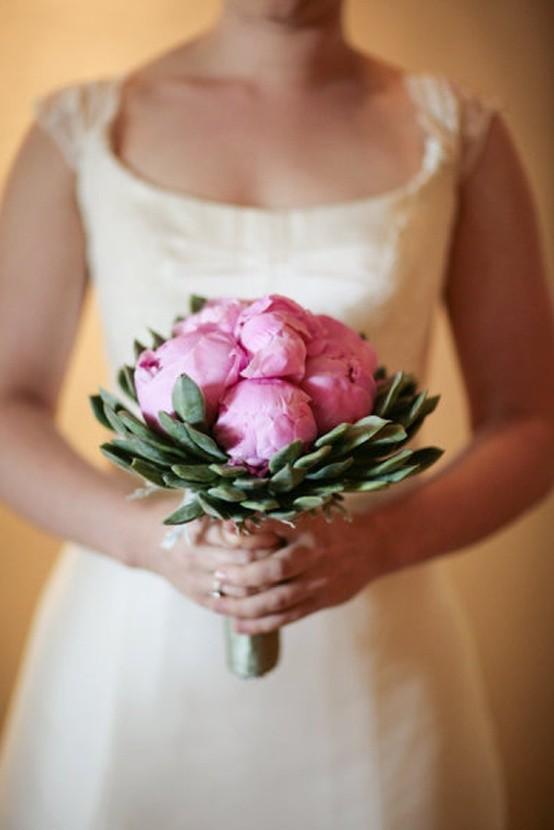 Decoración con flores en el bouquet de novia