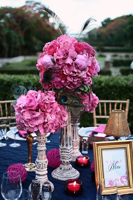 Decoraciones para bodas en azul marino y fucsia