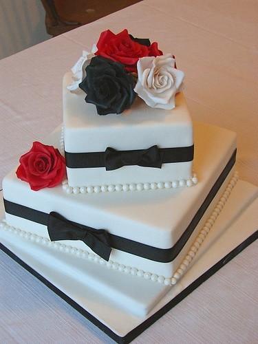 Pasteles para una boda cuadrados y originales | Photo