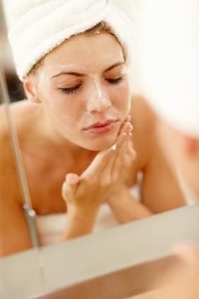 La exfoliación ayudara a lucir un maquillaje perfecto