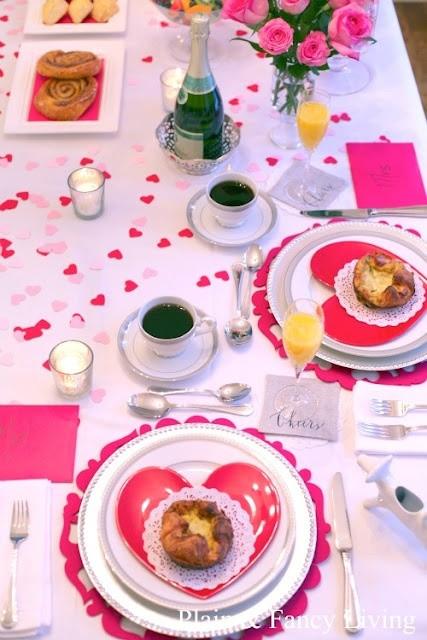 10 manualidades para regalar a tu novio en San Valentin | El blanco, rosa y rojo llenan esta mesa romántica de amor y suspiros!
