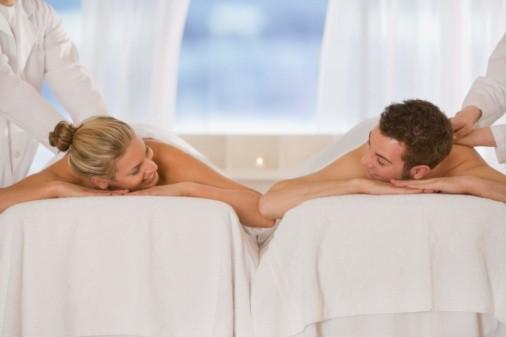 Un masaje relajante en un día de spa es una buena manera para pasar el día de los enamorados con tu chico