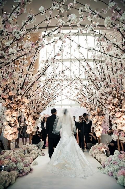 Boda original con una entrada al altar personalizada por la novia