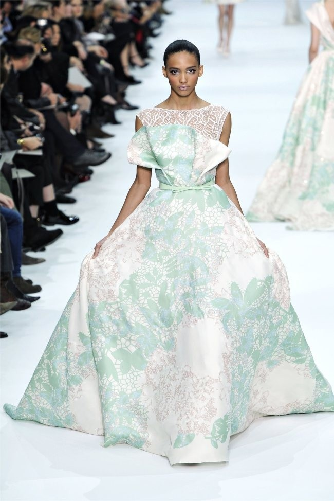 trajes de novia en verde menta de Elie Saab