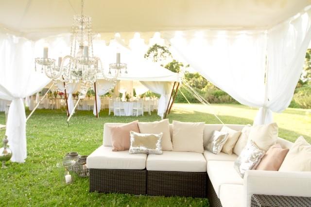 Preparativos para una boda al aire libre