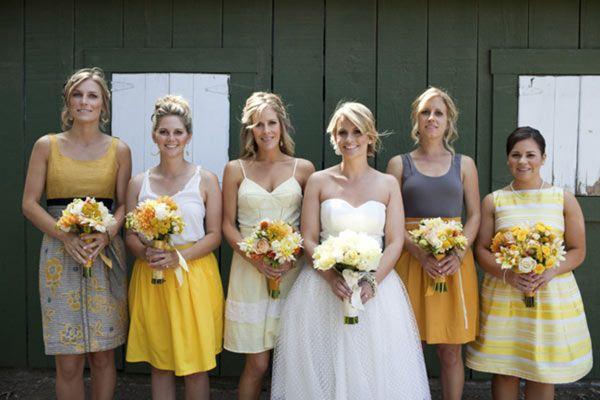 Damas de honor en Bodas modernas en Amarillo y Gris
