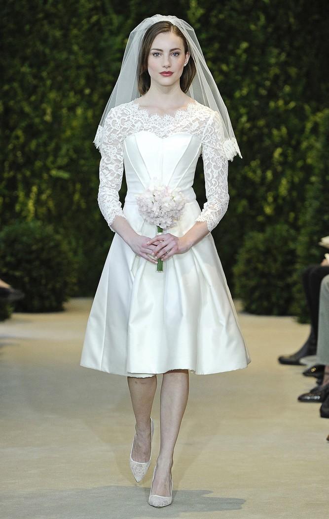 Vestidos de novia en tono marfil con encaje en la parte superior de Carolina Herrera - Modelo Ashley