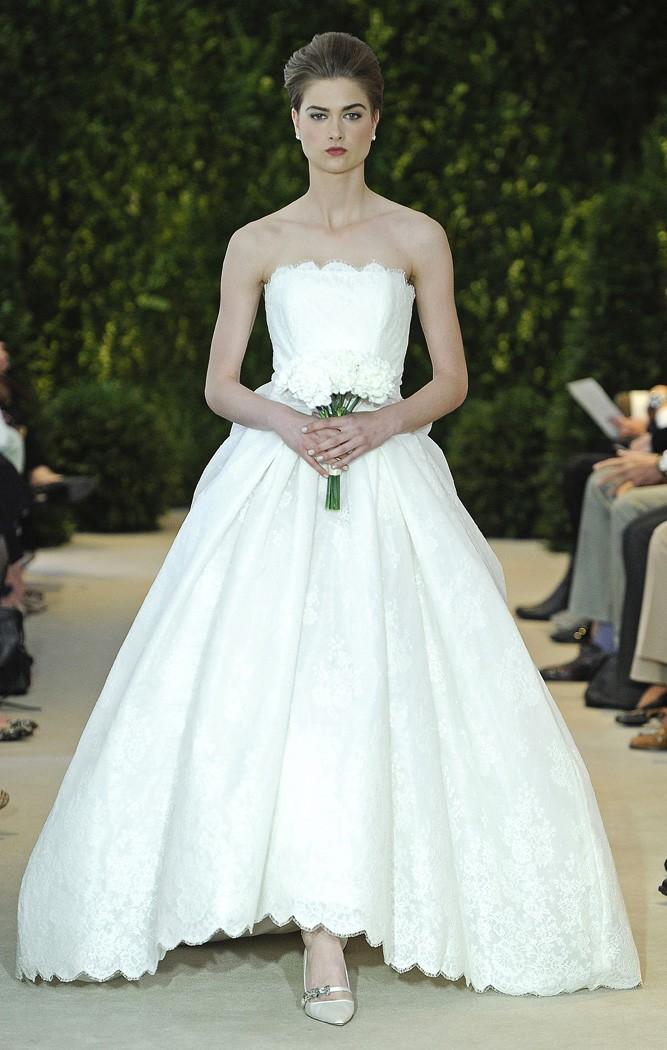 Vestidos de novia palabra de honor con encaje en marfil de Carolina Herrera 2014 - Modelo Audrina