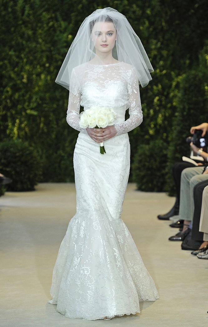 Vestidos de novia de encaje plateado con hombros cubiertos con corte princesa de Carolina Herrera - Modelo Amelie