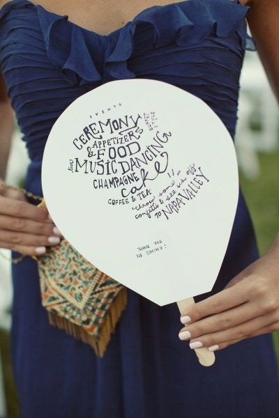 Abanico escrito a mano: Puedes hacer los abanicos tú misma como este modelo rústico