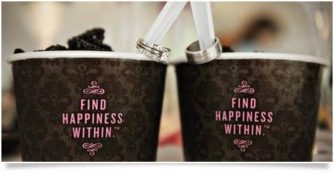 mesa de postres para boda en verano con potes para helados personalizados
