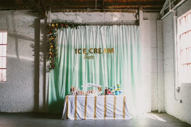 mesa de postres para boda en verano en verde menta