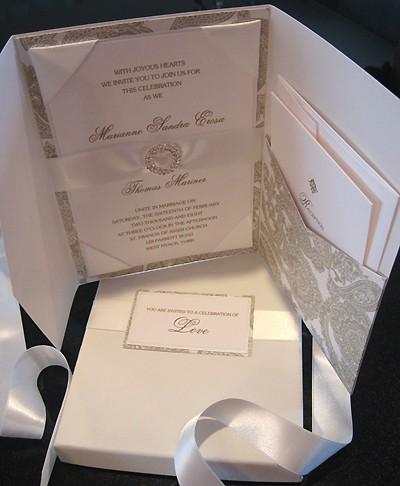 Invitaciones de boda elegantes con cristales de Swarovski